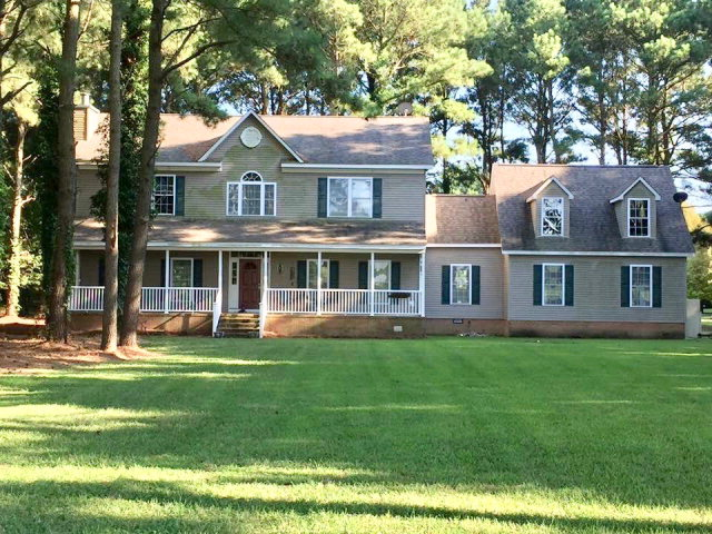 PRICED TO SELL BELOW CURRENT TAX ASSESSMENT! Great family home close to the popular downtown of Onancock with a true sense of country living and no town taxes.    Upgraded GE stainless steel appliances and Rinnai on-demand hot water heater.  Recessed lighting and crown molding in the dining room create an elegant effect. Fireplace in the great room is trimmed in Black Galaxy Granite .  Master bedrooom has Hialeah Alcove style whirlpool tub and ceramic tile shower.  Jack and Jill bathroom between bedrooms 2 and 3.  Large, unfinished bonus room has many possibilities.  Within minutes of our new, multimillion dollar hospital, restaurants, theaters, art galleries, farmer's market, the wharf with boat launch and so much more. $5,000 Seller contribution to upgrade stovetop, etc. NOTE 3-D TOUR