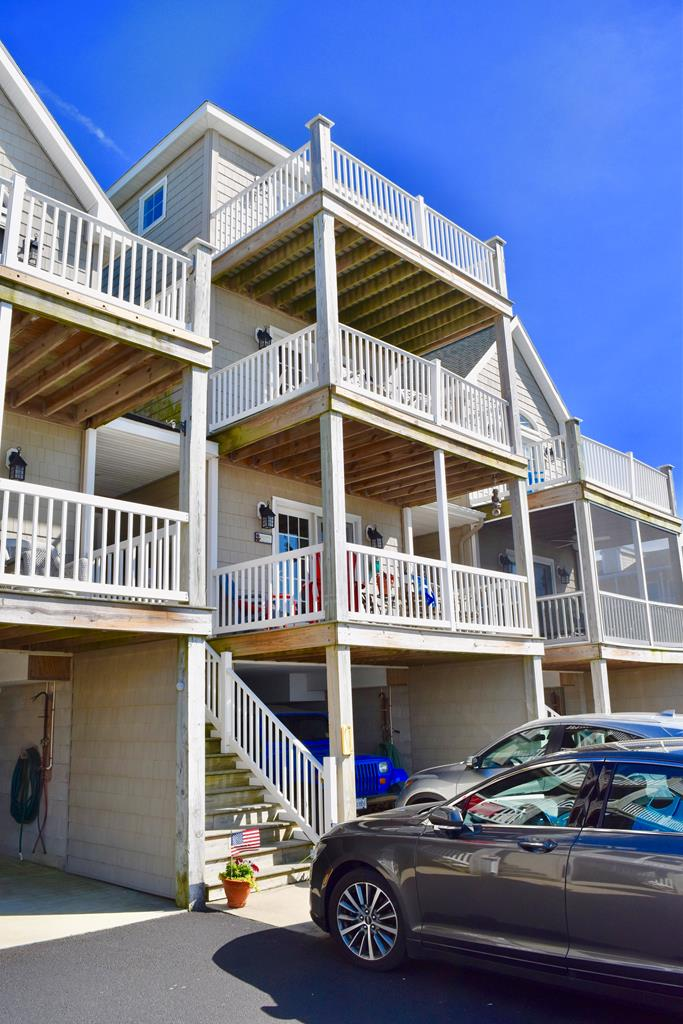 ONE-OF-A-KIND WATERFRONT PROPERTY. 3 LEVELS OF WATERFRONT VIEWS! HARDWOOD FL00RS & TILE.GRANITE COUNTERTOPS STAINLESS STEEL APPLIANCES, MAPLE CUSTOM-CABINETRY ,5 DECKS, ASSIGNED BOAT SLIP, ATTACHED GARAGE. SUNSETS!!