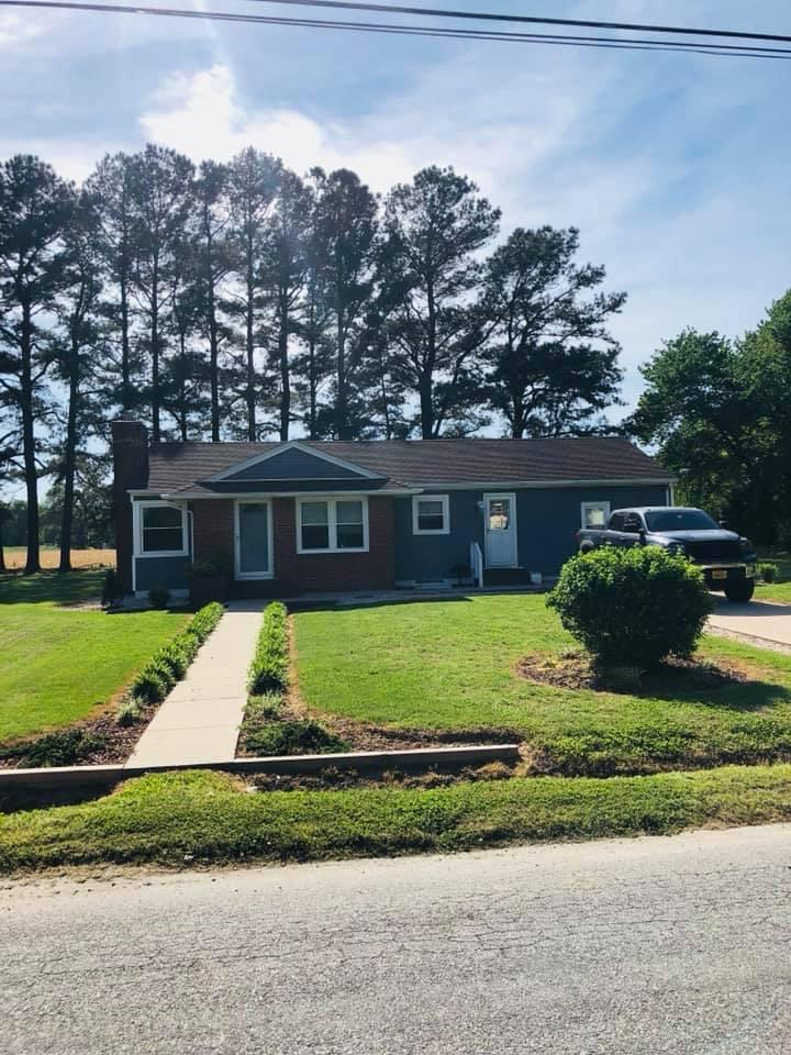 ONANCOCK - THIS EXTREMELY WELL BUILT HOME HAS VIEWS OF ONANCOCK CREEK.  2 BEDROOMS AND 1 BATHROOM HOME LOCATED CLOSE TO HOSPITAL, SCHOOLS AND SHOPPING.  WOOD FLOORS THROUGHOUT, LARGE LIVING ROOM WITH FIREPLACE.  IF YOUR LOOKING FOR EXTRA SPACE, THIS NICELY MAINTAINED HOUSE HAS FULL BASEMENT, WITH POTENTIAL TO FINISHING OFF FOR ADDITIONAL LIVING SPACE.  ADDITIONAL REC ROOM COULD BE USED AS AN ADDITIONAL BEDROOM.  PERFECT STARTER HOME IN QUIET, WELL MAINTAINED NEIGHBORHOOD.  CALL FOR MORE DETAILS.
