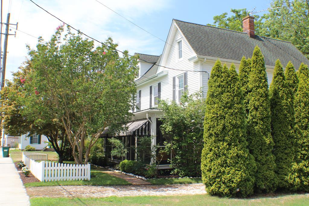 This little downtown jewel will not last long.  Impeccably well-maintained, the current owners have enjoyed this house for years as a weekend getaway.  But, now it's time to pass it on for someone else to enjoy.  Since 2008: All new windows, new kitchen, remodeled back porch, new baths (upstairs heated tile floor), new vinyl on garage, new roofs on house and garage, awnings, professionally landscaped- brick walkway, added well for yard sprinklers, front fence, new heat pumps.  The home is only 1/2 block from the downtown restaurants and shops.  New, state of the art hospital in town.  Just a few blocks from the town boat ramp.  Other Room is converted back porch.  Room dimensions and tax information are approximate.