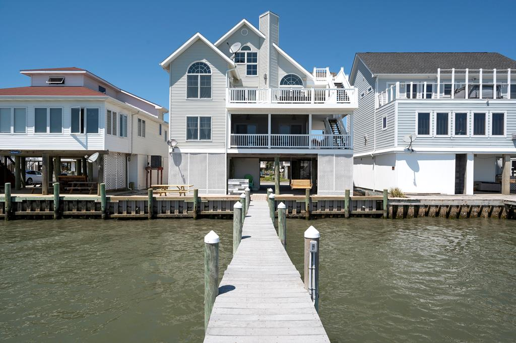Dream of waking each precious day with the waves lapping the Private Pier just outside your window? Boy, do we have the Waterfront Wonderland youve been longing for! Beautiful views from every room of this large Bayfront Home.  Once you see this magnificent home, you may never want to leave! With 5 Bedrooms, the 5th being a Loft Bedroom on the top floor, 3 1/2  baths, 2 Living Areas, a Screened Porch, and Private Waterfront Wonderland, you truly have found paradise! At just under 2800 sq ft, this is one of THE largest waterfront homes in Captains Cove. Many updates and improvements made in 2020, including new bulkhead and both HVAC units. Awesome Cove Amenities incl. 3 Pools, Fitness Center, Tennis, Marina, 24 Hour Security, and more - do NOT miss this one. Great Vacation Rental!