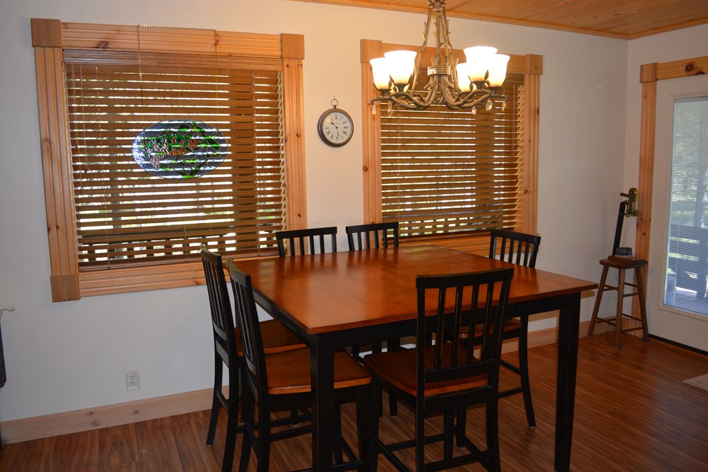 dining area-table extends out
