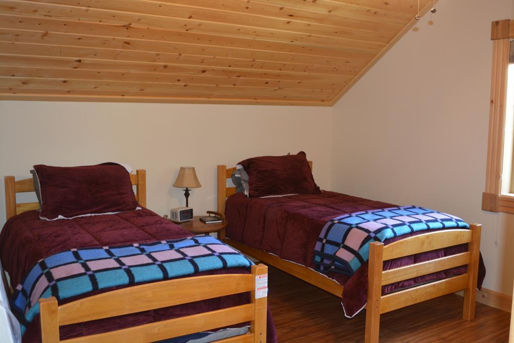 upper level bedroom bunks