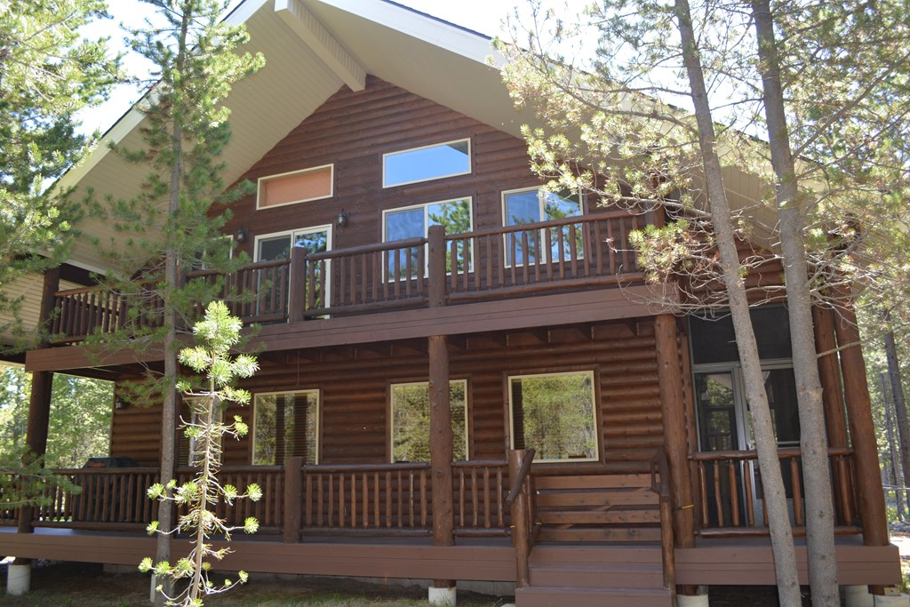 front view of cabin facing Sawtelle