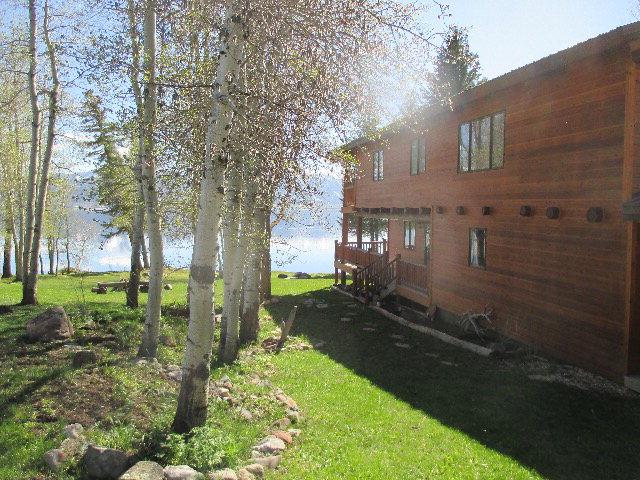 3852 Lake Shore Drive