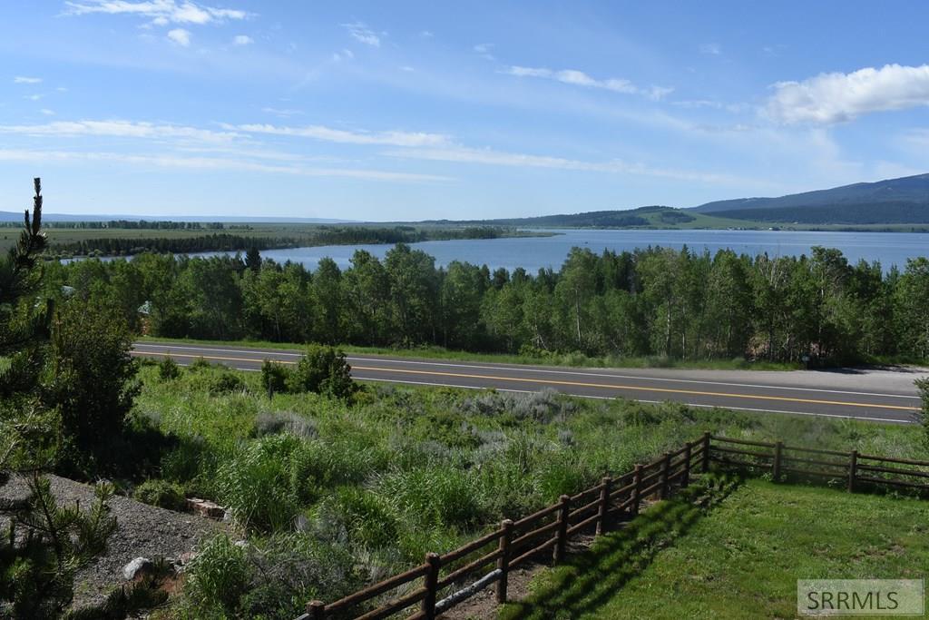 3882 Lake Breeze Drive