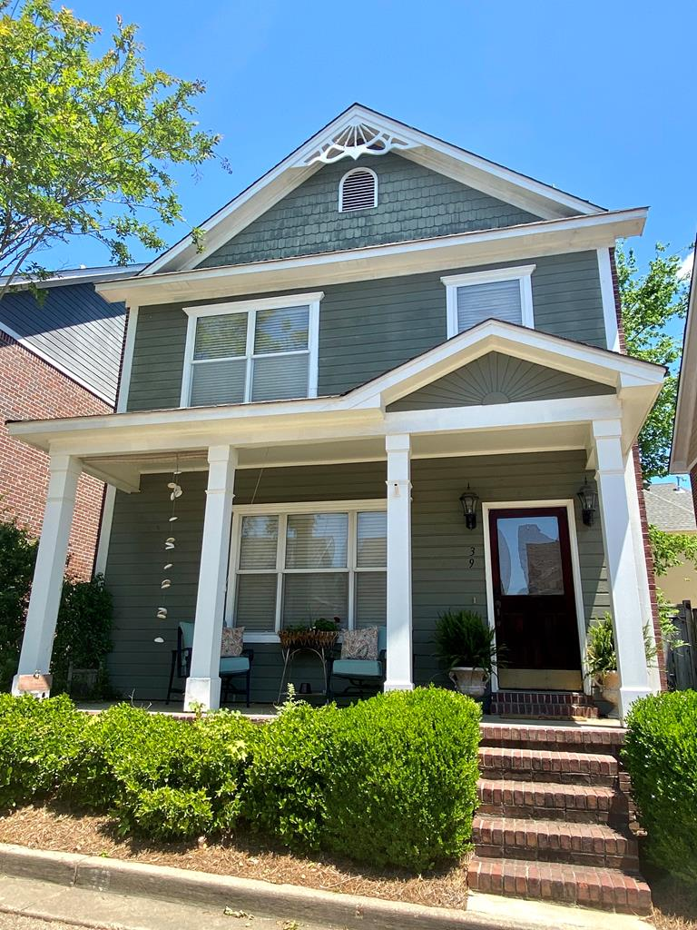 This charming 2 bedroom Autumn Ridge stand alone townhouse is located in the heart of Oxford! Only 1 mile from the Oxford square, 1 mile from the Ole Miss campus and 3/4 mile from Baptist hospital! This townhome features a spacious back patio/ fenced in area, front porch, spacious bedrooms and open kitchen/ dining/ living room area. New AC was installed in 2018! All kitchen appliances, washer and dryer will remain with the townhome!  Amazing location and price!