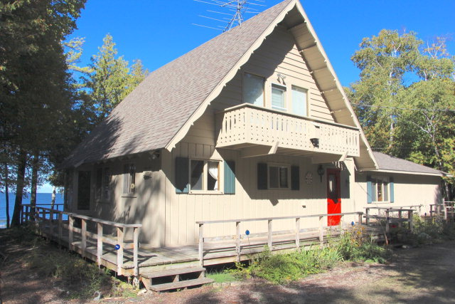 8235 White Cliff Rd, Town of Egg Harbor, WI 54209