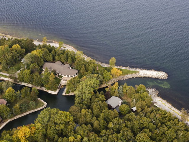 4295 Bay View Dr, Sturgeon Bay, WI 54235
