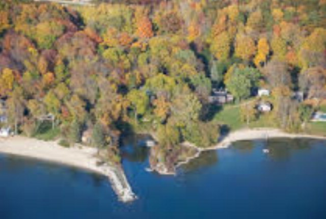 4675 Bay Shore Dr, Sturgeon Bay, WI 54235