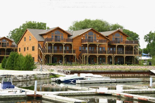 760 Quarter Deck Ln 2303, Sturgeon Bay, WI 54235