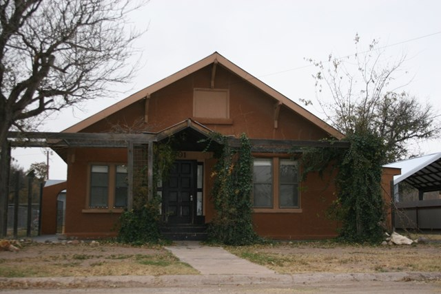 801 N Gonzales Av., Marfa, TX 79843