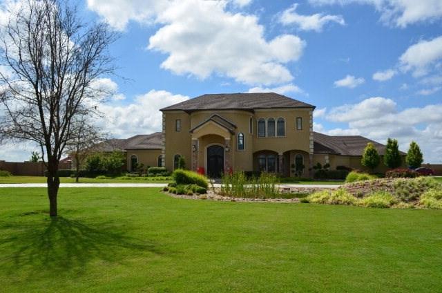 2 Royal Manor Dr, Odessa, TX 79765