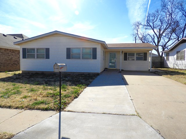 703 NW 7th St, Andrews, TX 79714