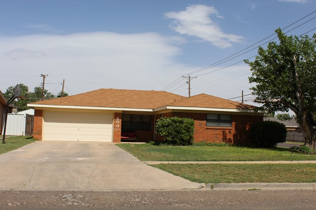 800 NW 8th Place, Andrews, TX 79714