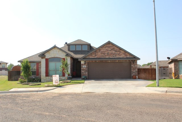 13 NW Grace Dr, Andrews, TX 79714