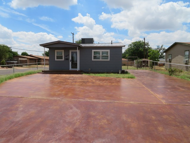601  NW 10th St, Andrews, TX 79714