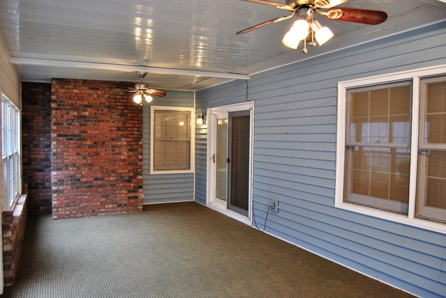 Sunroom with 2 Ceiling Fans