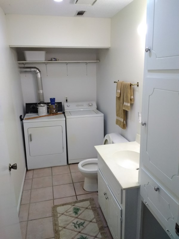 1/2 Bath and Laundry