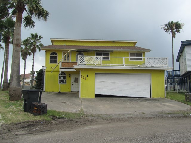 225 Port Royal, City by the Sea, TX 78336
