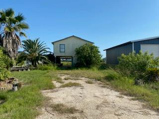 !!!FANTASTIC OPPORTUNITY!!! Waterfront home with Boat Parking- No repairs have been done since Harvey-Being Sold as is, where is