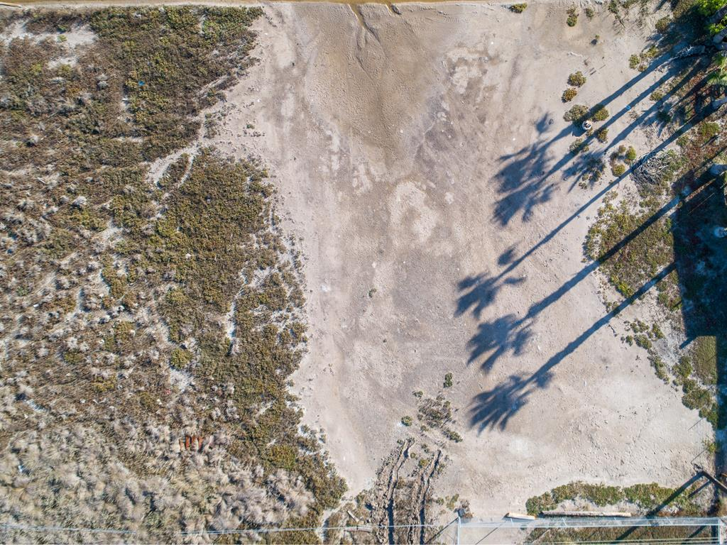 Come and Build the home of your dreams on this beautiful lot in Holiday Beach with views of the Copano Bay! Enjoy community recreation such as a boat launch, community pool and fishing pier.