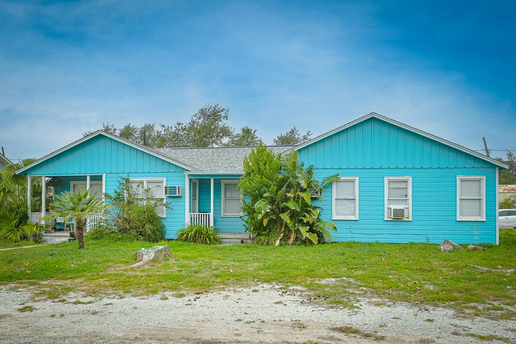 !!MULTI FAMILY PROPERTY!! A Duplex, Single family home and Mobile home lot. This property consists of many income sites. A duplex with a 1/1 on one side and 2/1 on the other. There's also a 2 bedroom home PLUS a MH site. There is also a MH that conveys but it is not livable.