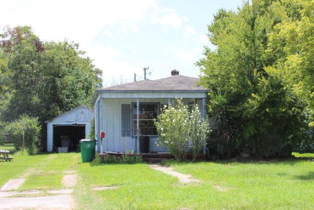 211 Moore, Palacios, TX 77465