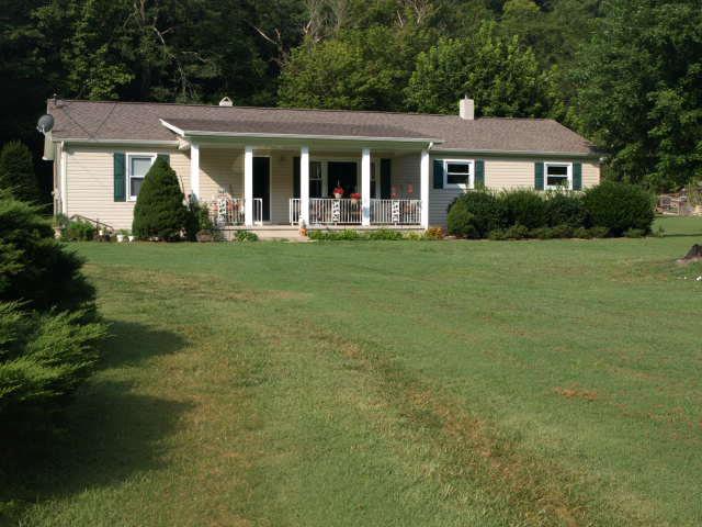 Featured Property in GAINESBORO, TN, 38562
