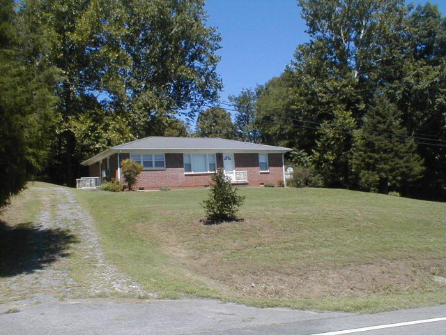 Featured Property in GAINESBORO, TN, 38562