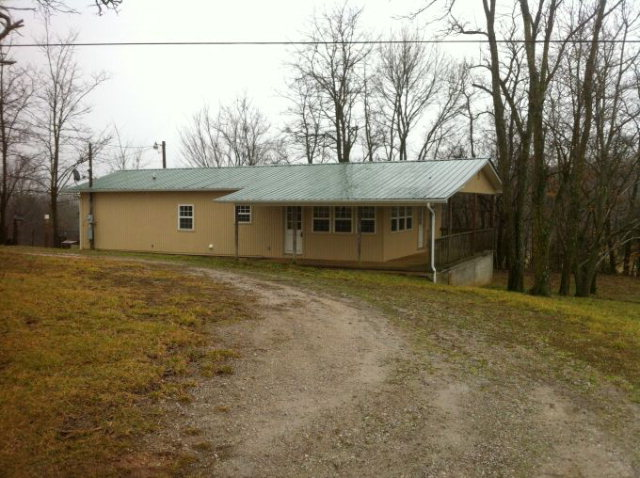 Featured Property in Byrdstown, TN 38549