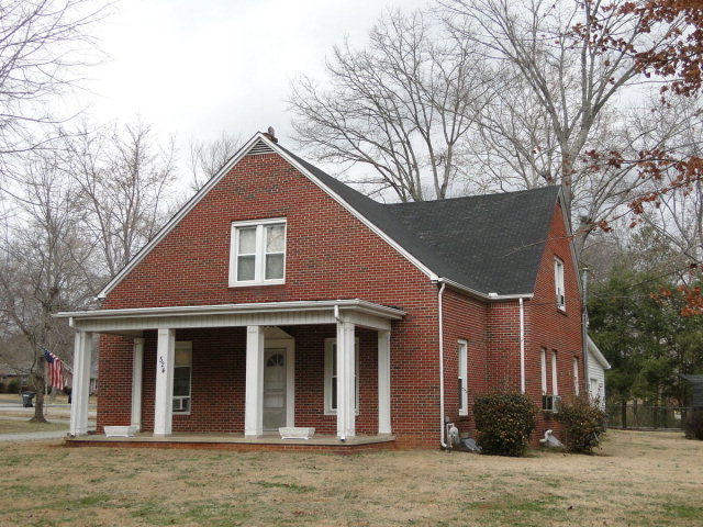 Commercial Property for Sale, ListingId:36914596, location: 524 E 10th Street Cookeville 38501
