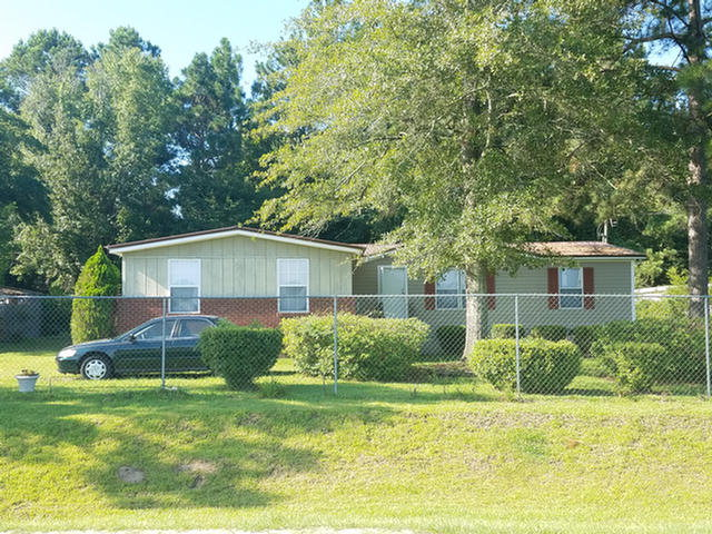 3 Bedrooms 2 baths mobile home conveniently located just outside the city limits of the city. Home features additional rooms such as a sitting room and a large unfinished bonus room.  Seller recently installed new flooring and metal roofing.  Yard is fenced and includes storage building and dog kennel.
