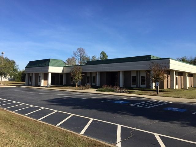 2484 Pinetree Blvd, Thomasville, GA 31792