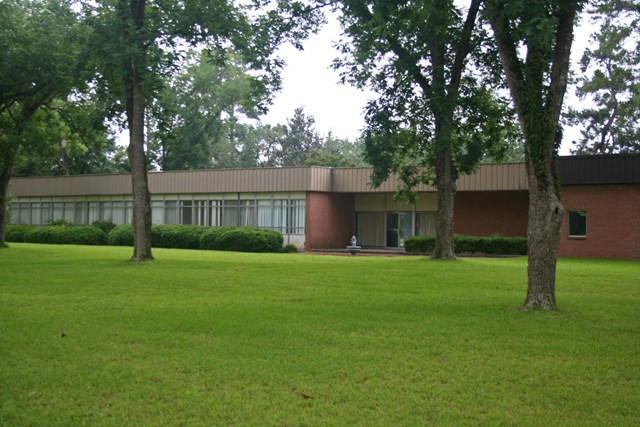 Former South Georgia Natural Gas Building-excellent office/school,church, rehab center, daycare, or Medical facility. Over 20 offices or private rooms, 4 with private bathrooms. 7 conference rooms or classrooms, storage areas, reception area, large parking lot. Owner will consider leasing. Good condition. Call office for details.