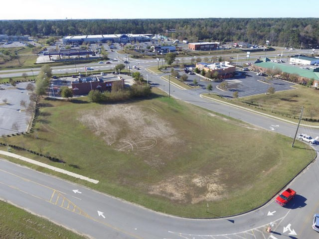 LOCATION! LOCATION! LOCATION!  This +-1.3 acre commercial lot is neighbors with LONGHORN STEAKHOUSE, DIABLOS, LOCOS, WHATABURGER, BESTWESTERN and IHOP.  Fronts Constitution Ave and Liberty Street.
