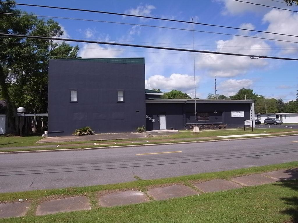 Commercial building in a prime location. Downstairs you will find a banquet hall with bar, public bathrooms, commercial kitchen with walk in cooler and lots of storage. Upstairs has office space and a conference room. Unique opportunity for an investor.