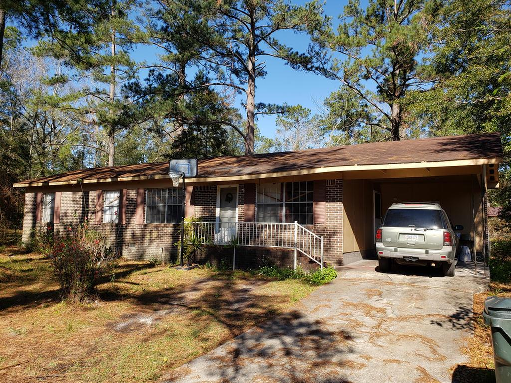 Investors take a look at this one.  Brick house with 4 bedrooms and 1.5 baths located between Thomas University campus and the dormitories by a couple minutes.  Here is an opportunity to rent rooms to students wanting to live off campus.  Home will need to be renovated and some upgrades to accommodate. Call for details.