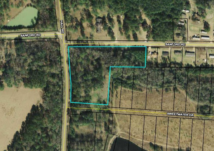 Want to live the country life with all of the amenities of the city?  Quiet with being minutes from downtown Thomasville. This is the residential acreage for you.  4.52 acres located on Hall Road with access off of Sanford Rd, so you pick where your driveway is going to be.  Part of this property borders Sweetwater Subdivision.  Convenient to Thomasville, schools & shopping.  Call me for an appointment today!