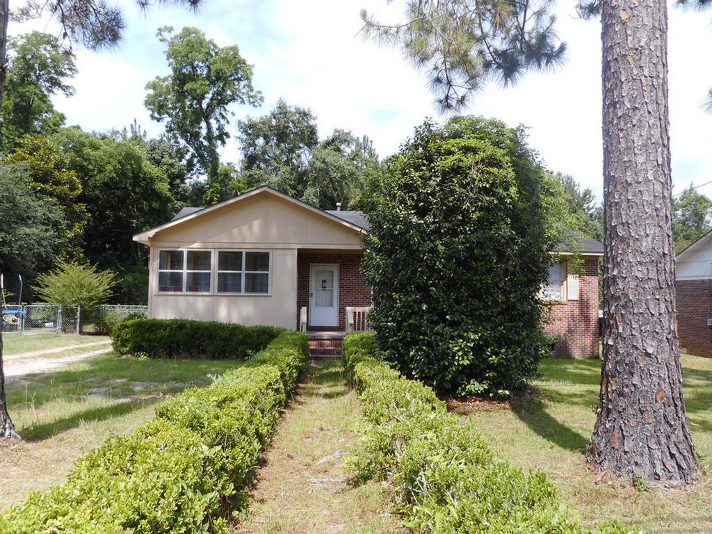 Nice 3bedroom 1 bath brick  home built to last!!Great starter home or investment property. Move in ready .This home has a large living room and kitchen, screened porched and fenced back yard.