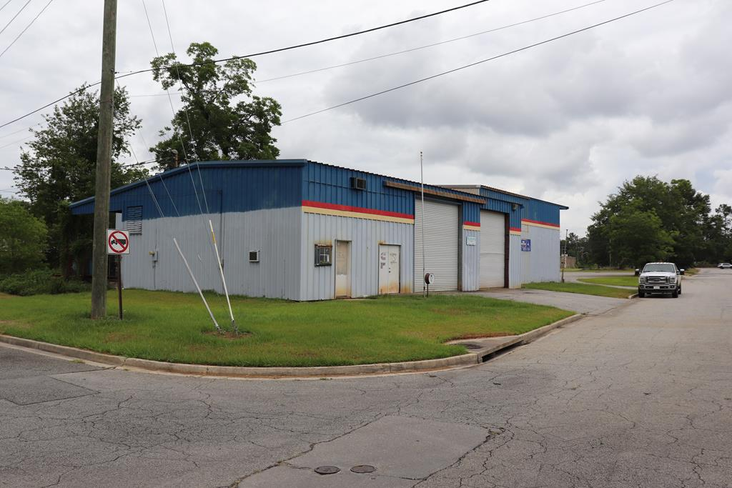 7000+ Sq Ft Metal Building  with High Ceilings, Loft Storage and just enough office space.  MBI added on to this building in the 80s (verify)  Used as DSI diesel shop.  Large Roll up doors on both sides.  Loading dock in back of property.  Property has multiple driveway cuts.    4  Roll Up Bay Doors on the North Side and 2 Roll Up Bay Doors on the East.  Property is zoned Manufacturing.  Many uses.  Look beyond automotive.  Nice area on Residential Fringe.  Good looking Neighborhood.  Near Blackwater Timber.  Check out City Permitted Use Table for Manufacturing Zoning.  Car Storage, Lawn Service, Cabinet Shop, Automotive, Welding Fabrication, Warehousing,   Property looks to be in good shape.  Could use a good cleaning.  Property has two half baths.  Wide open spaces..