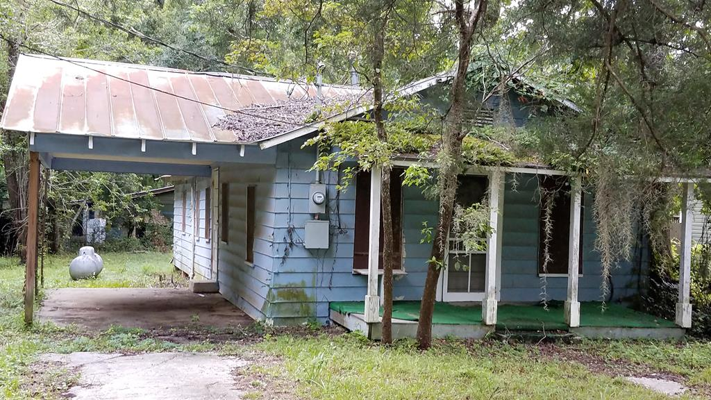 Great investment opportunity.  Home needs renovated.  Has lots of potential.  2 Bedroom, 1 bath home.  Large kitchen area.