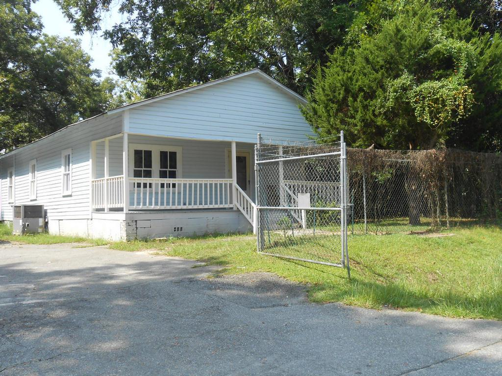 Investment Opportunity. This home has three bedrooms and one bathroom. Home is fenced and has a large front porch. Tenant occupied. Take a look today!