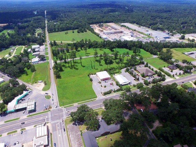 Excellent location for professional office/medical office or other mixed use commercial. All utilities, common sotrm water facility, level, ready to build. Restrictions apply.  GA R.E. Lic. #180278