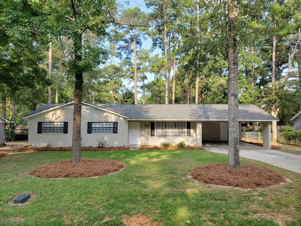 Renovated brick home located near the country club area! This home is only a mile from Jerger Elementary School and Archbold Hospital and couple miles from everything that downtown Thomasville has to offer. Home features large living room/dining area. The kitchen comes with stainless appliances and lots of cabinets and counter space.  Double carport and fenced backyard are great additional features also.  Call to view this home right away.