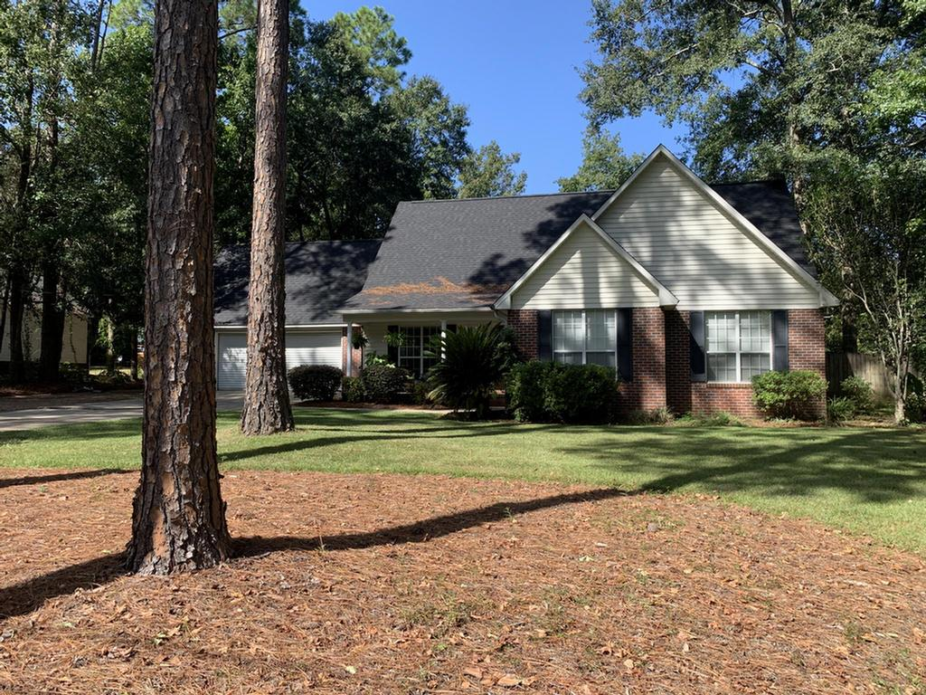 This beauty is ALL BRICK, 3 bedrooms, 2 full baths, open floor plan, IN GROUND POOL completely SCREENED IN and a storage building.  These are a few of the recent improvements  2019 ROOF, 2019 STAINLESS STEEL REFRIGERATOR and DISHWASHER along with a 2016 HVAC!  It is convenient to everything   restaurants, shopping, Lowes and Publix less than a mile away!  24 hour advance notice is required.  Call today for an appointment.
