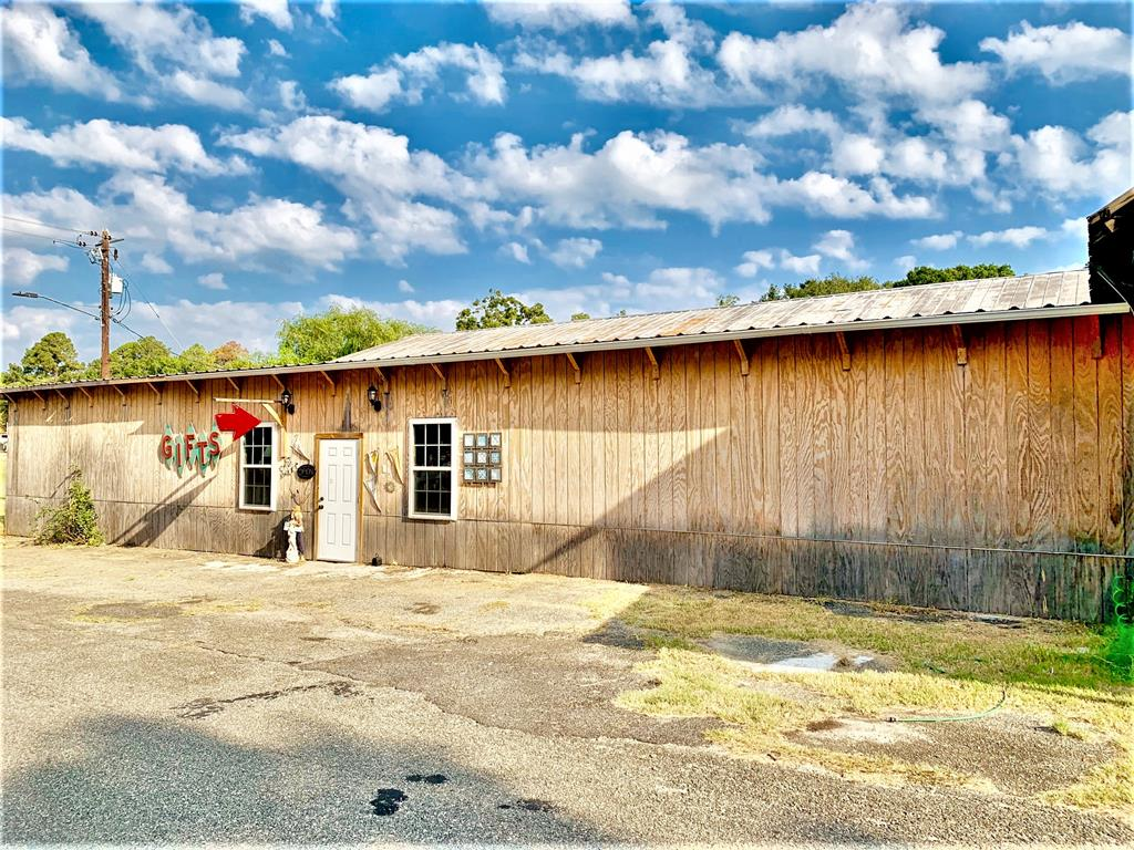 Welcome to Boston.....Population 1300!  This building is located in Historic Downtown Boston, GA.  It has approx. 2000 sf of retail space and 3600 sf of warehouse space.  Priced to MOVE!  Make an appointment today!!!
