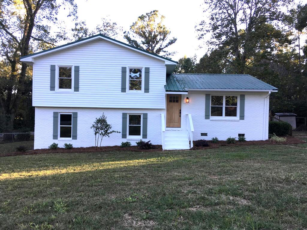 Don't miss out on this newly renovated home in popular Summerhill Road area.  Open floor plan with spacious kitchen,  three bedrooms and three baths and a large room which could serve as either a family room or master suite.  Screened in porch and multi-level decking leading down to fire pit area and fenced yard make this the perfect home for entertaining.  Make your appointment today.