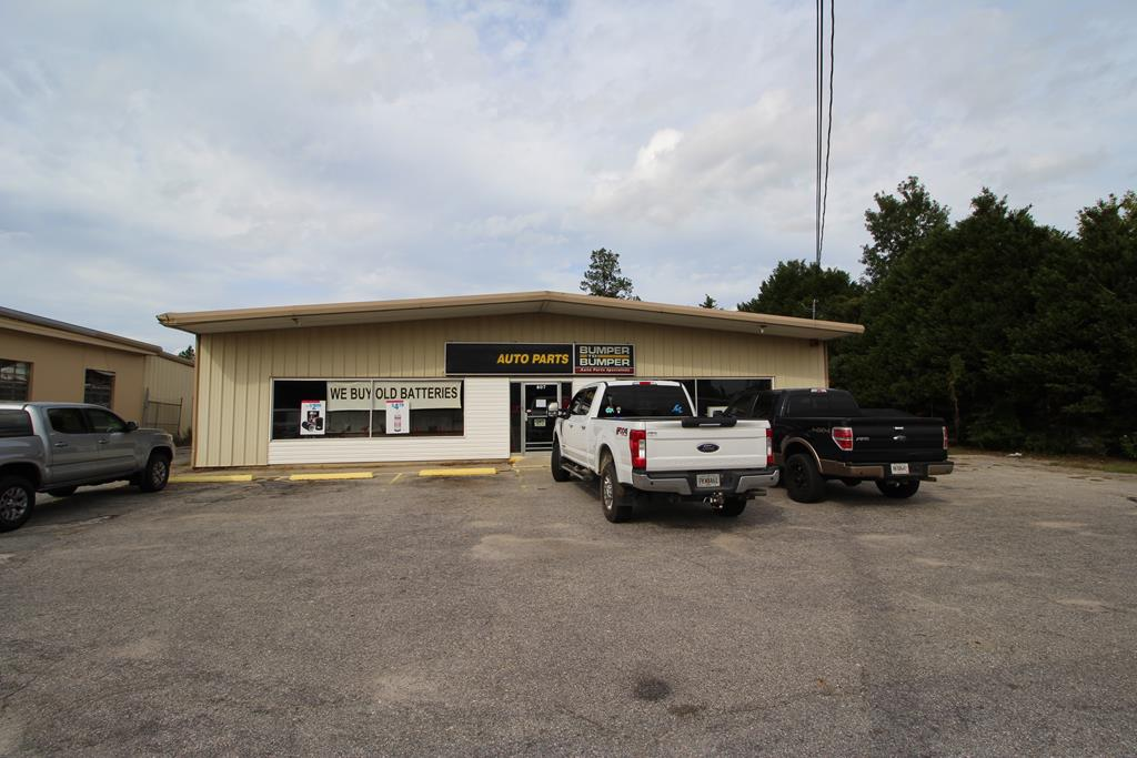 Former Bumper to Bumper Auto Parts Store.  3,000 square feet, small office space, clear span, concrete floors, insulated, roll-up door in rear, 12 foot eaves, 14 foot center, great visibility and good condition.  Call listing office for showing instructions.