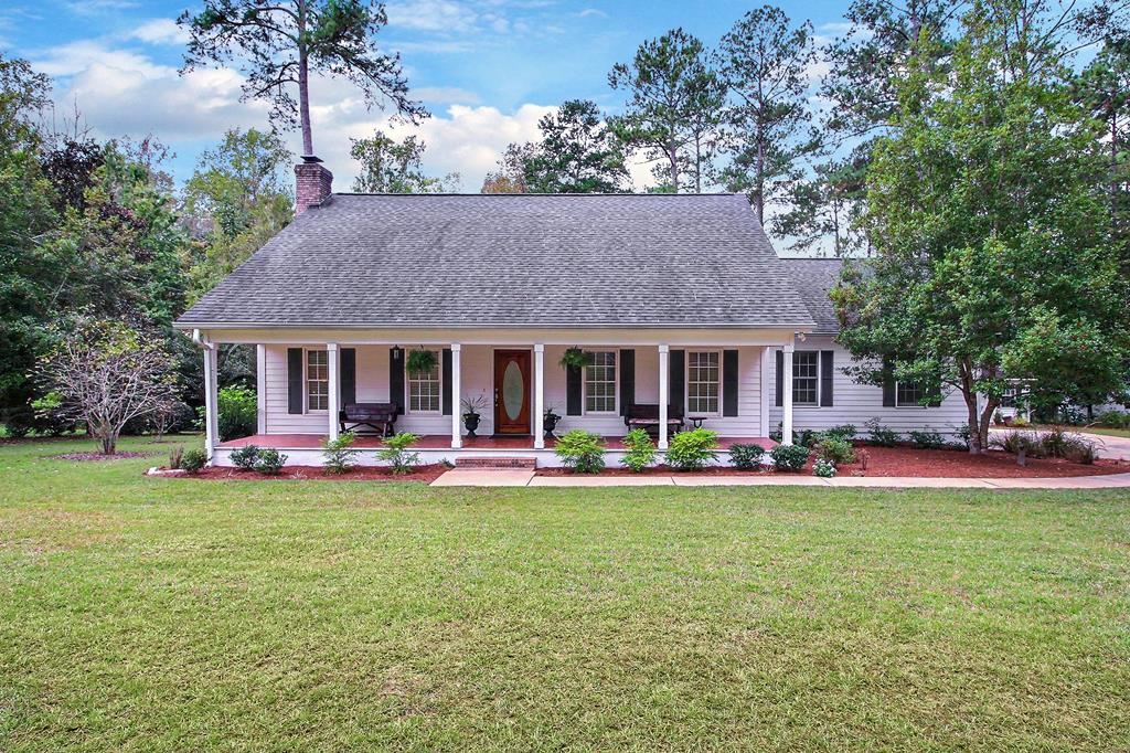 HOLLY SPRINGS is one of the most convenient locations on the north side of Thomas County due to easy access to US 19 N/ Hwy 202 / US 84/319 Bypass and can get you where you want to be in minutes. Home is in immaculate condition and has been meticulously maintained with quality craftsmanship. Main house has 3 BR/ 2.5 BA w/ 2664 sf.  Wonderful floor plan with master on main level and 2 BR/1 BA upstairs. Living spaces include living/dining combo w/ fireplace, family room w/ large windows overlooking huge backyard and pond. Updates include NEW laminate wood floors throughout main areas, FRESH paint, REMODELED master bath (freestanding shower/soaking tub), NEW lighting, NEW door hardware, NEW upstairs HVAC, updated insulation, NEW closet shelving. Cute 512 sf detached cottage completely updated w/ NEW flooring, wet bar, half bath w/ room to add shower (in-wall piping ready). Cottage is perfect for an art studio, workshop, or guest space. Call today to see this move-in ready home.